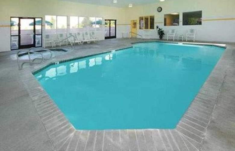 Comfort Suites Springfield - Pool - 3