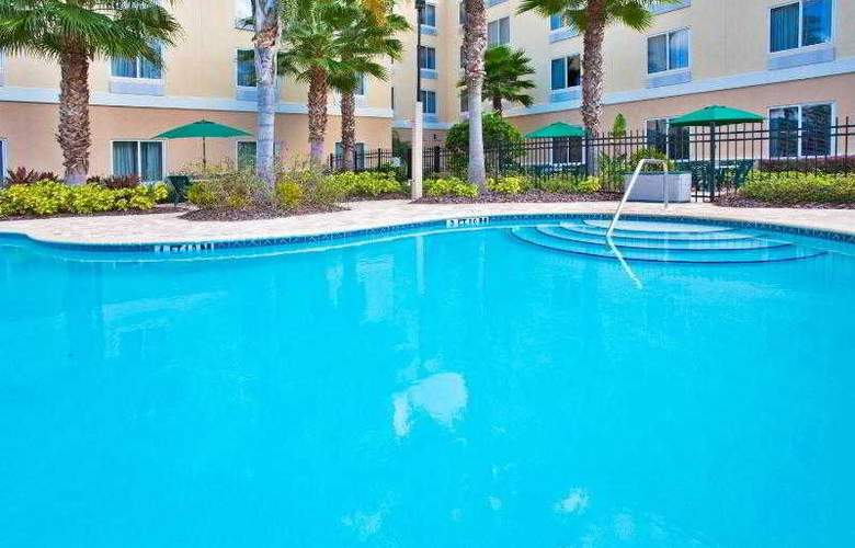 Holiday Inn Express & Suites Tampa - Pool - 25