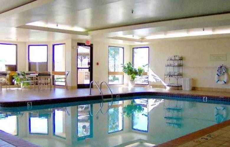 Courtyard Bentonville - Hotel - 6