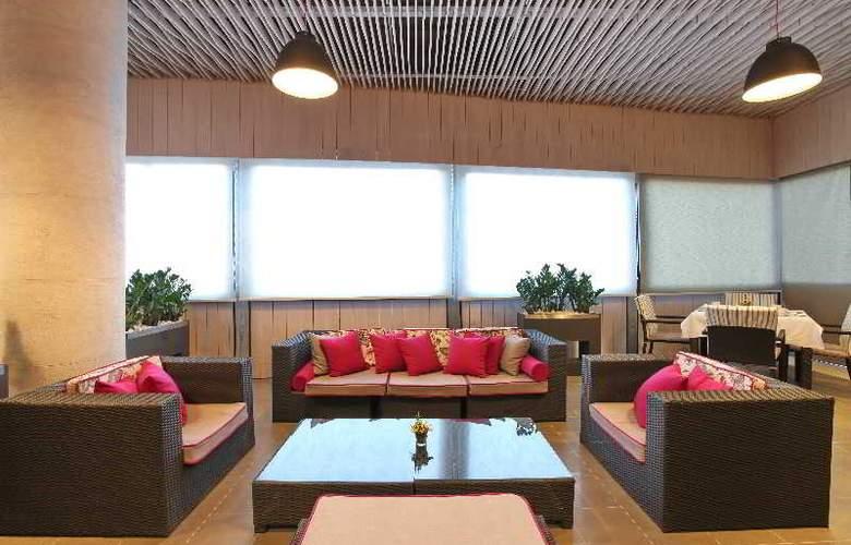 Holiday Inn Belgrade - Bar - 3