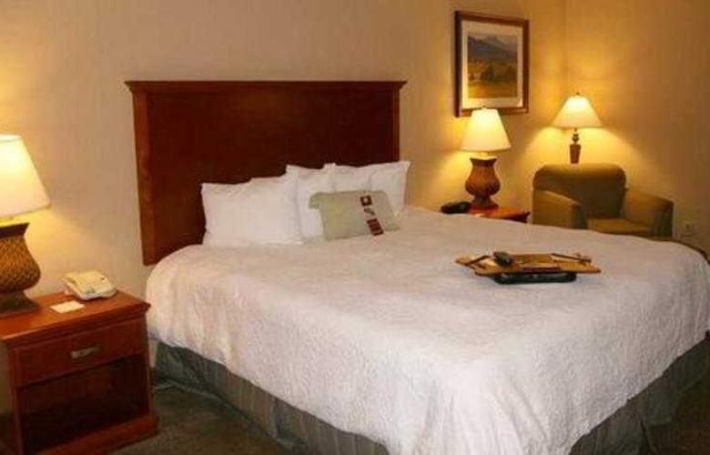Hampton Inn & Suites Airport South - Room - 2