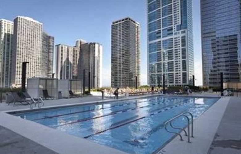 Radisson Blu Aqua Hotel - Pool - 9