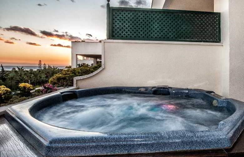 Apartamentos Guadalpin Suites - Terrace - 15