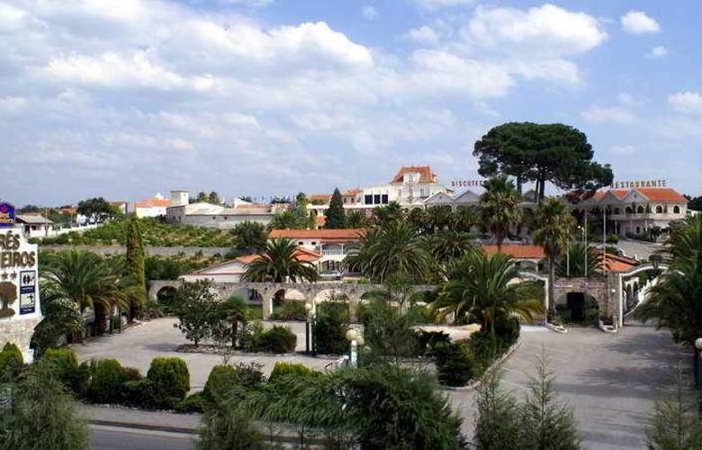 Quinta Tres Pinheiros - Hotel - 0