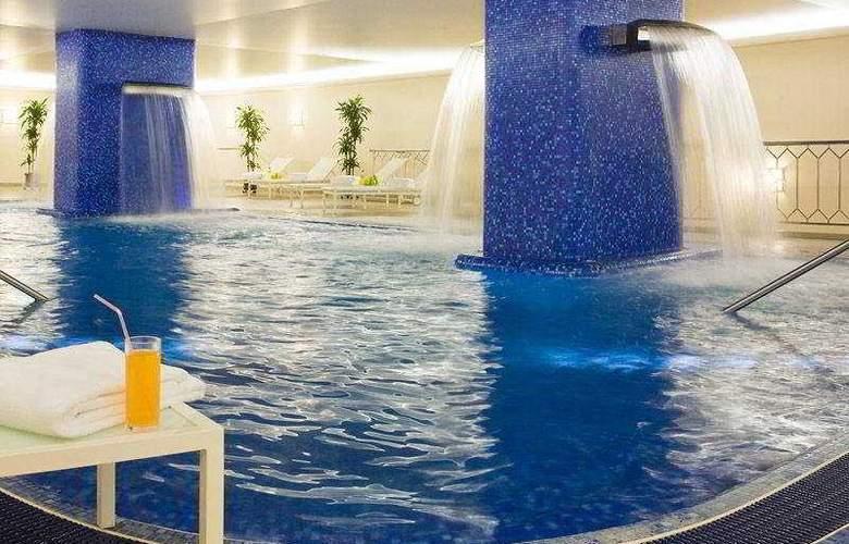 Renaissance Moscow Monarch Centre - Pool - 7