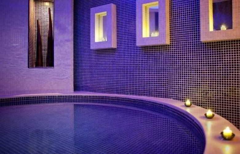 Jumeirah Emirates Towers - Pool - 23