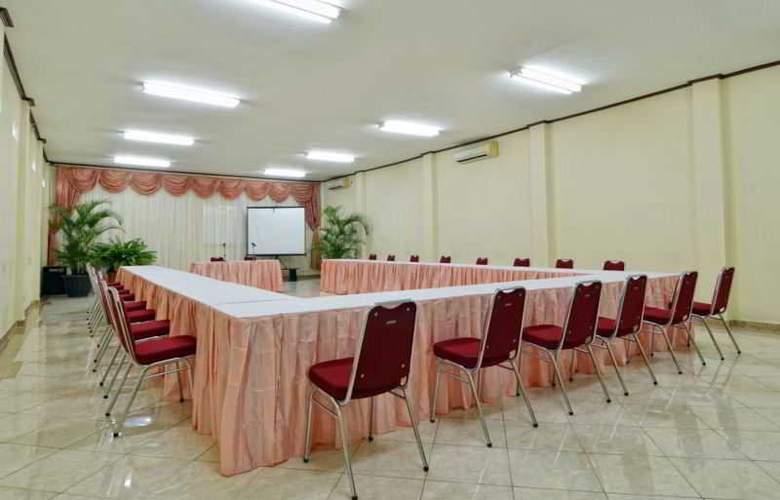 Rosani Legian - Conference - 19