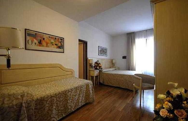 Grand Hotel Duomo - Room - 3