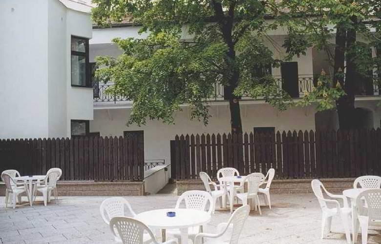 Amadeus Aparthotel - Terrace - 10