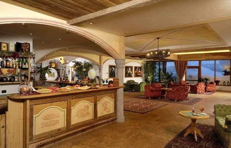 Carlo Magno Spa Resort - Bar - 5