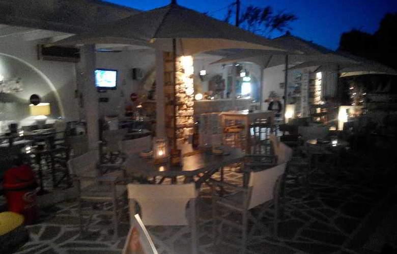 Zoumis Studios - Bar - 4