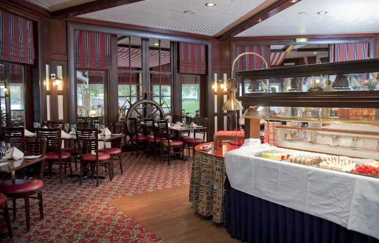Disney's Newport Bay Club - Restaurant - 4