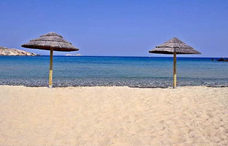Yria - Beach - 3