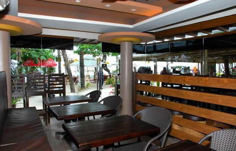Red Coconut Beach Resort - Restaurant - 14