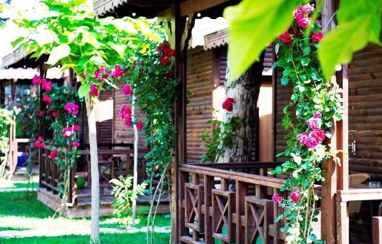 Flora Garden Beach Club - Hotel - 13