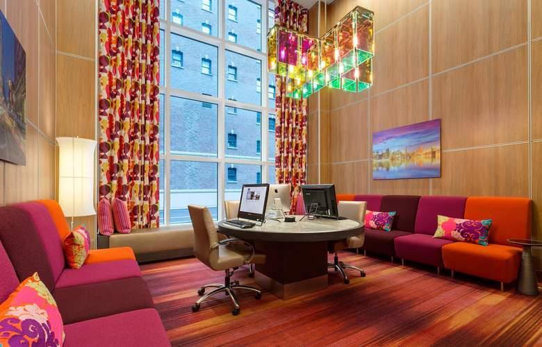 Hampton Inn Manhattan/Times Square Central - Services - 5