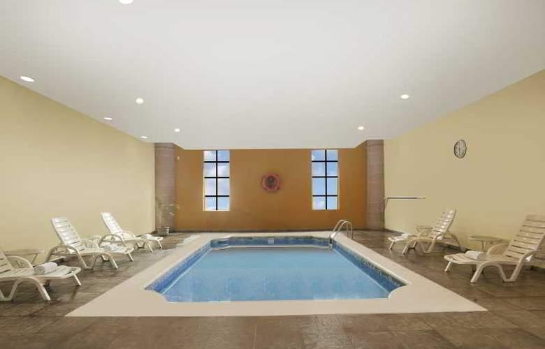 Krystal Monterrey - Pool - 18