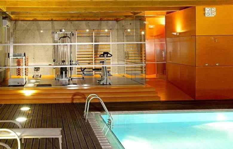 Abba Burgos - Pool - 2