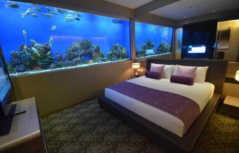 H2O - Room - 13