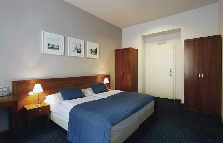 CAROL - Room - 25