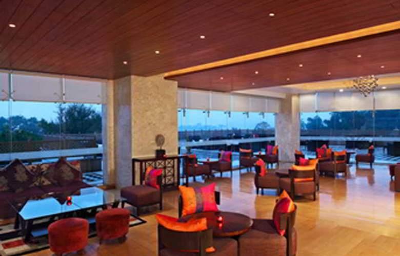 Sheraton Udaipur Palace Resort and Spa - Bar - 5