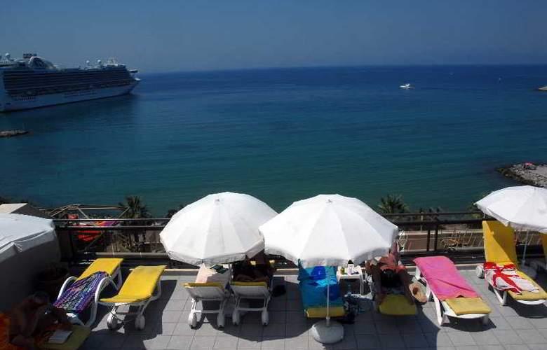 Derici Hotel - Terrace - 9
