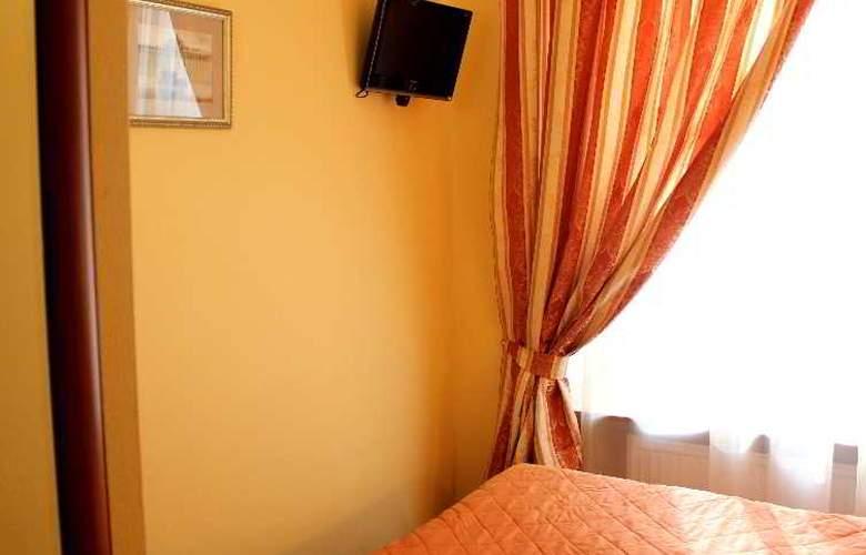 Deluxe Hotel - Room - 17