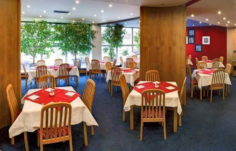 Luxury Family Hotel Bílá Labut - Restaurant - 79