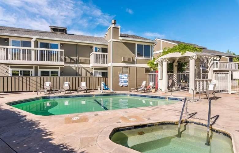 UpValley Inn & Hot Springs - Pool - 2