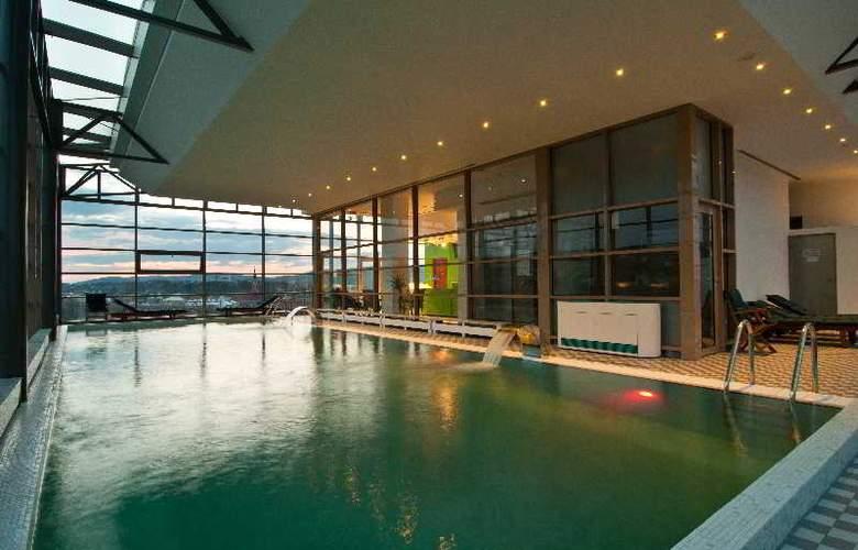 Ramada Cluj Hotel - Pool - 25