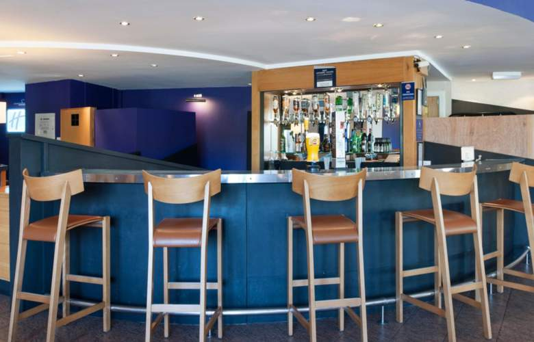 Holiday Inn Express Strathclyde Park M74, Jct.5 - Bar - 3