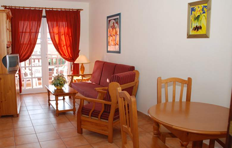 Apartamentos Oasis San Antonio - Room - 6