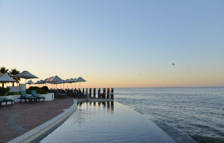 Radisson Blu Hotel Waterfront, Capetown - Pool - 4