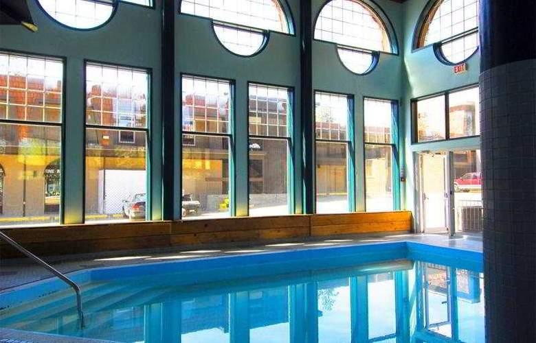 Tonquinn Inn - Pool - 10
