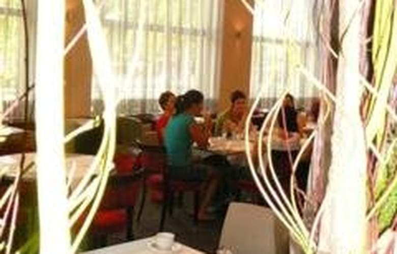Radisson Blu Carlton - Restaurant - 1