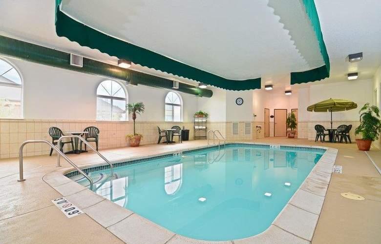 Best Western Plus Macomb Inn - Pool - 68