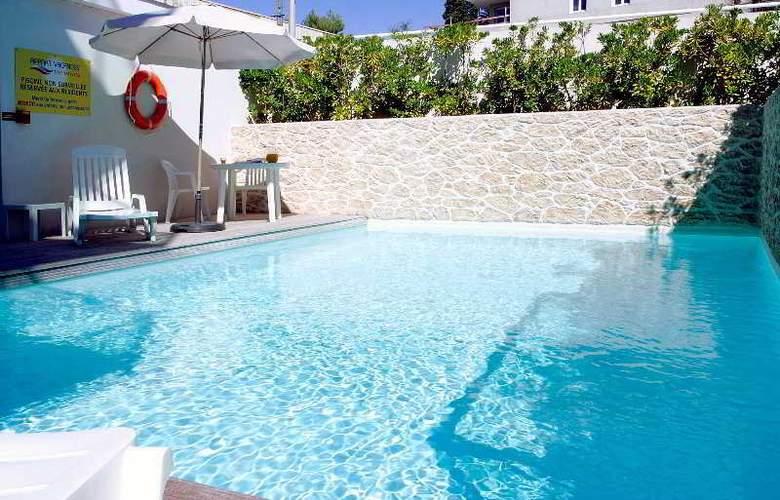 Appart'City Antibes - Pool - 8