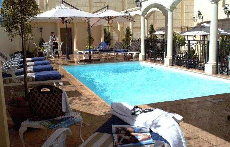 Radisson Blu Le Vendome Hotel, Cape Town - Pool - 4