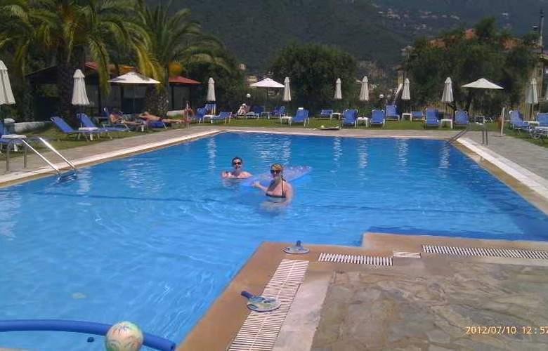 Yannis - Pool - 26