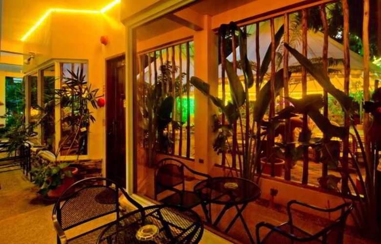 Deep Forest Garden Hotel - Terrace - 6