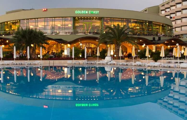Golden Coast Resort - Terrace - 29