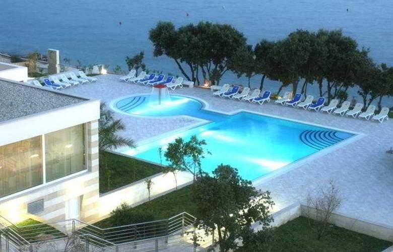 Luna Island Hotel - Pool - 4