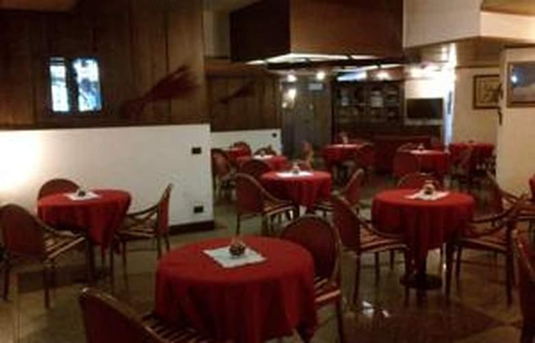 Hotel Mont Blanc - Restaurant - 3