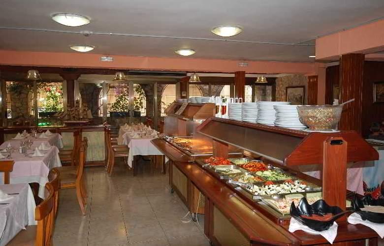 Mercedes - Restaurant - 13