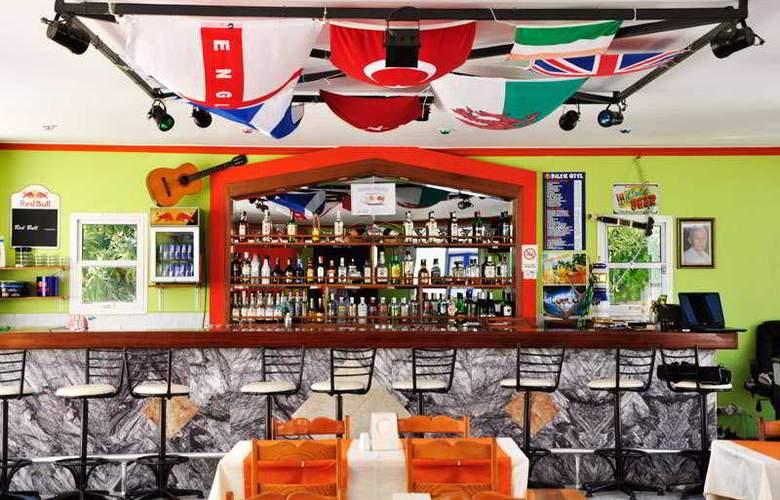 Dilek Hotel & Apartments - Bar - 3