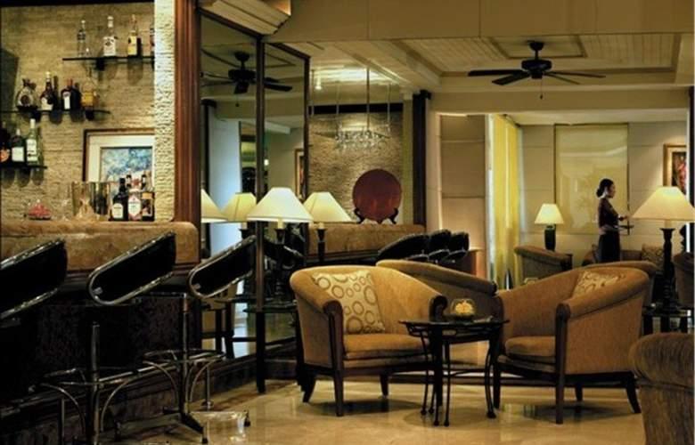 Traders Hotel Manila - Bar - 10