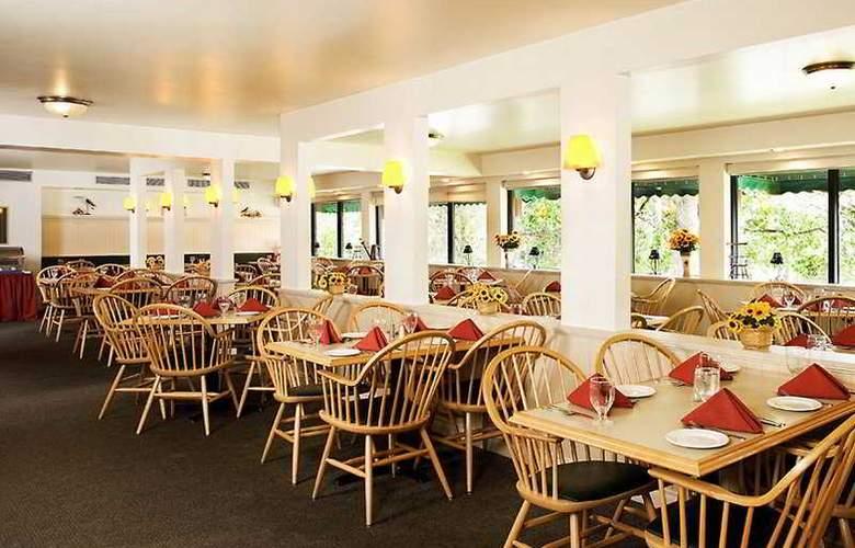 Lobstick Lodge - Restaurant - 8