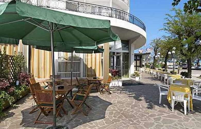 Hotel Lungomare Cervia - Terrace - 5