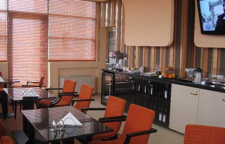 Ramada Cluj Hotel - Restaurant - 42