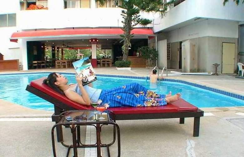 Champ Pattaya Hotel - Pool - 4